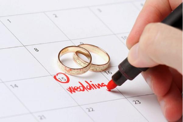 xem ngày tốt cưới hỏi cho cặp đôi hợp tuổi trong tháng 8