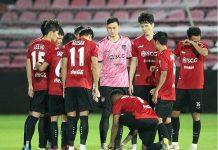 HLV Muangthong United công khai chỉ trích học trò