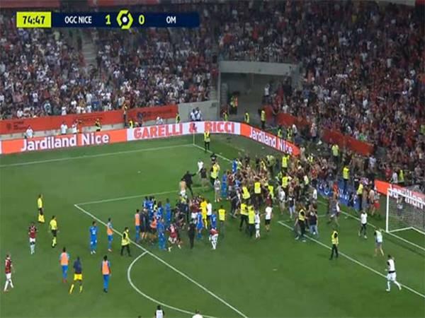 Tin bóng đá 23/8: CĐV tràn xuống sân đánh nhau với cầu thủ tại Ligue 1